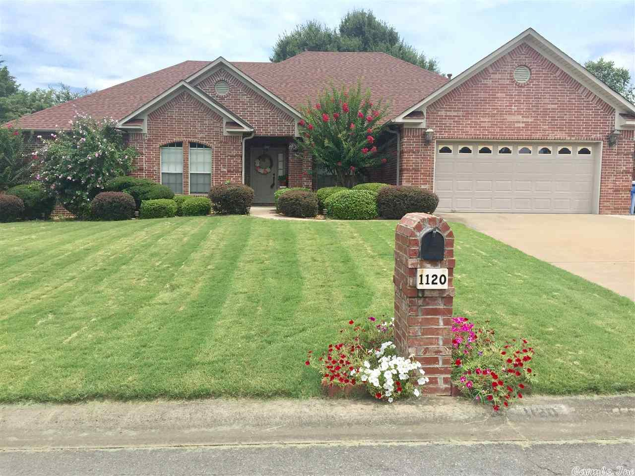 1120 Clarence, Conway, AR 72034