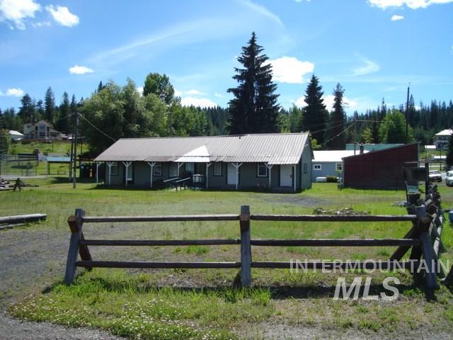Single Family Home for Sale at 102 S 1st Street Elk River, Idaho 83827