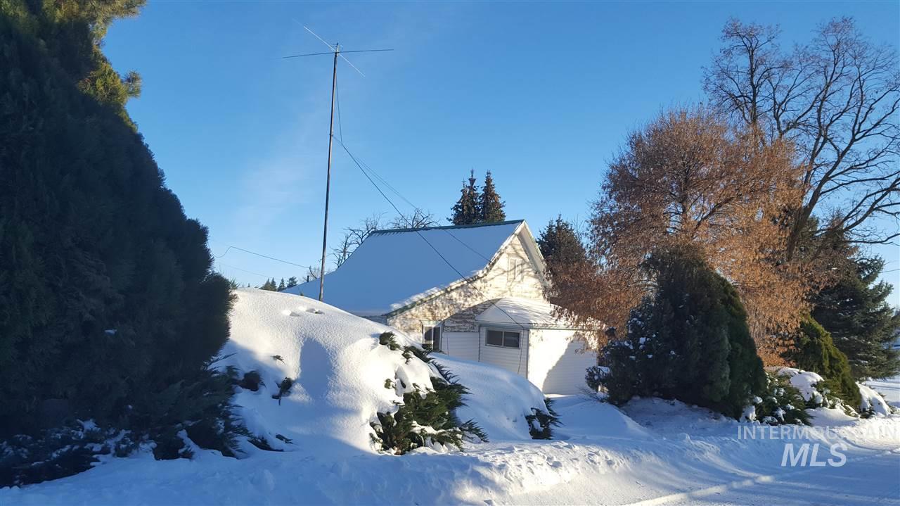 独户住宅 为 销售 在 614 N Jackson Genesee, 爱达荷州 83832
