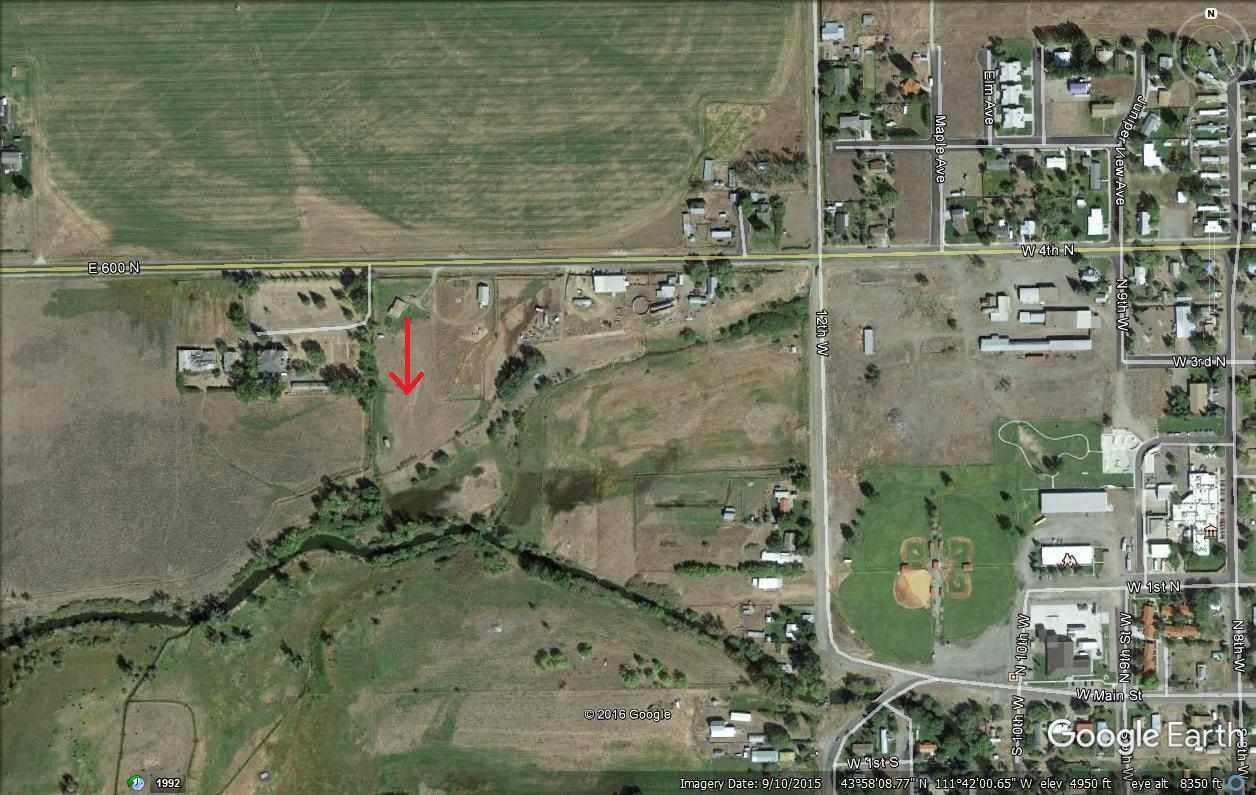 土地 为 销售 在 600 N. 阿什顿, 爱达荷州 83445