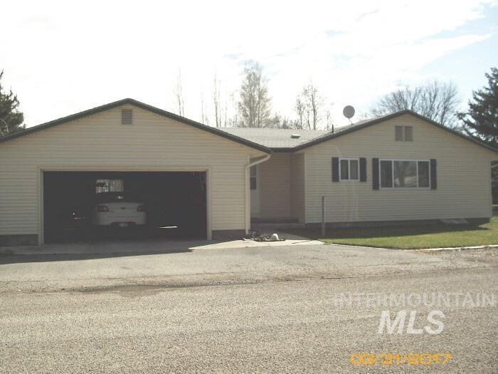 422 North Edith, Shoshone, ID 83352