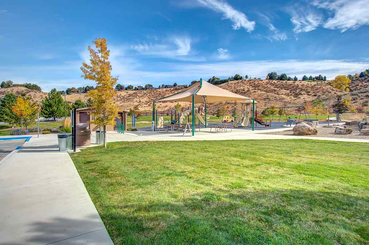 765 E Natures View Ct, Boise, ID 83702