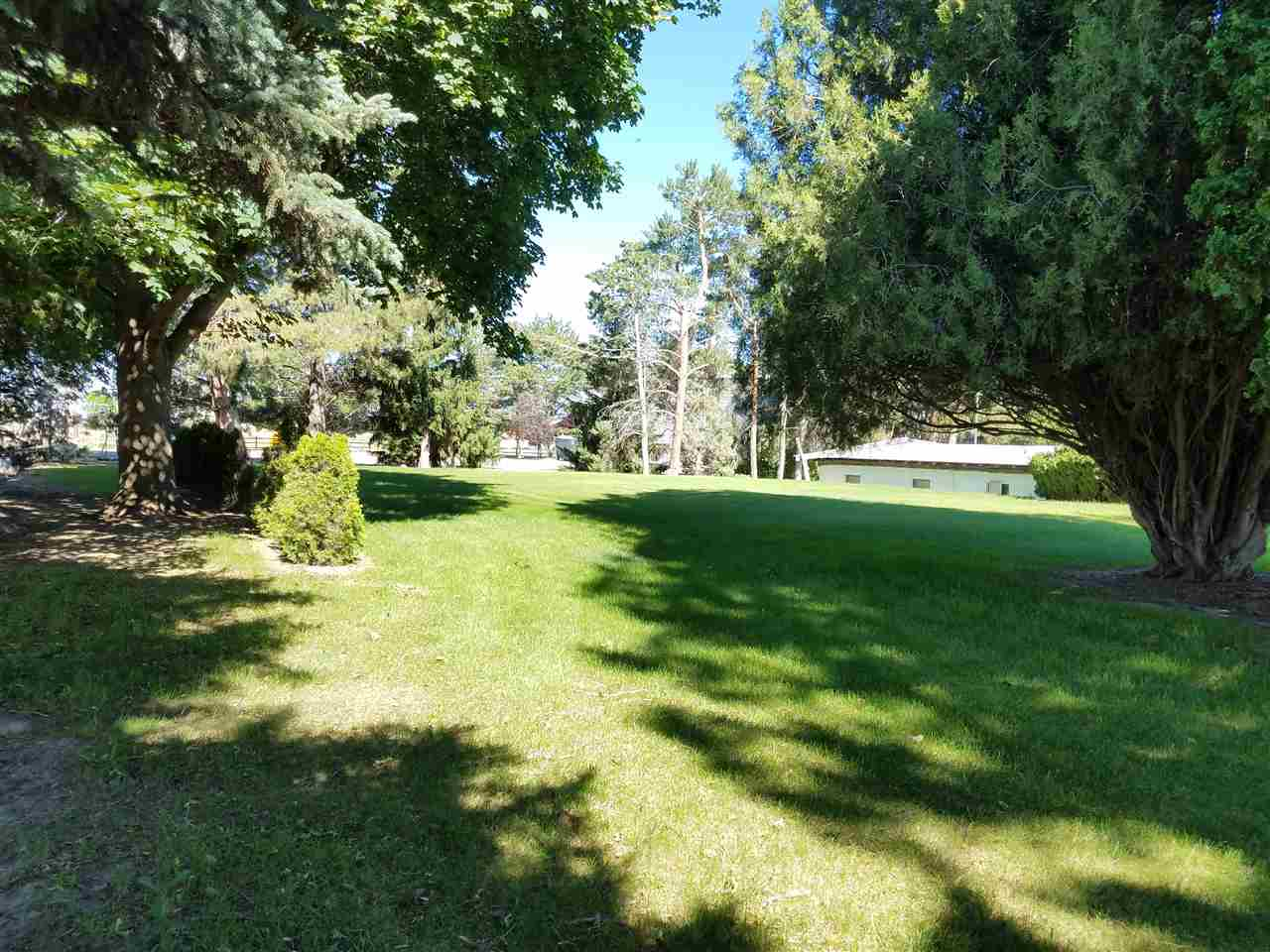 独户住宅 为 销售 在 1907&1923 Pole Line Rd. E. Twin Falls, 爱达荷州 83301