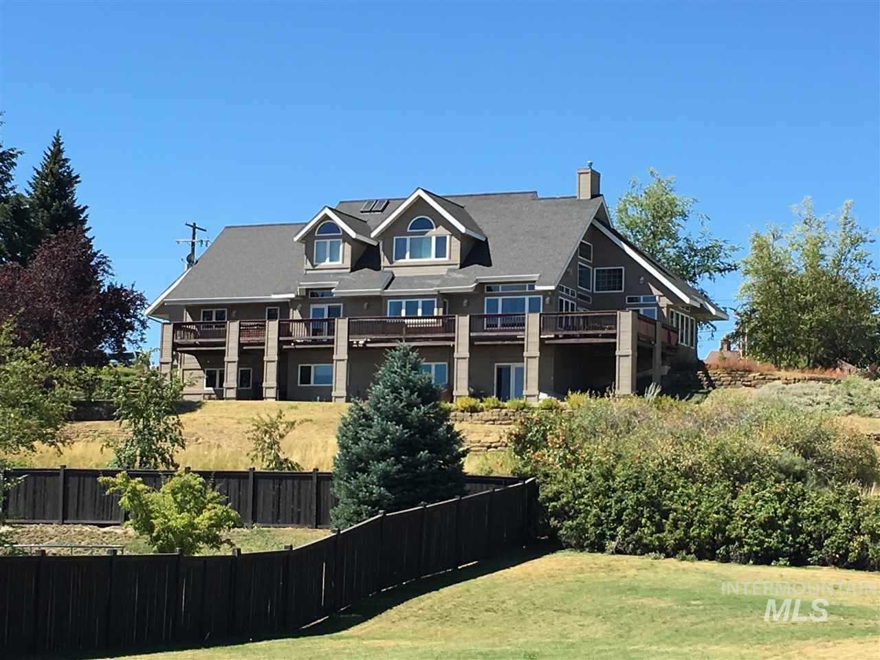 独户住宅 为 销售 在 1870 Orchard 1870 Orchard Moscow, 爱达荷州 83843