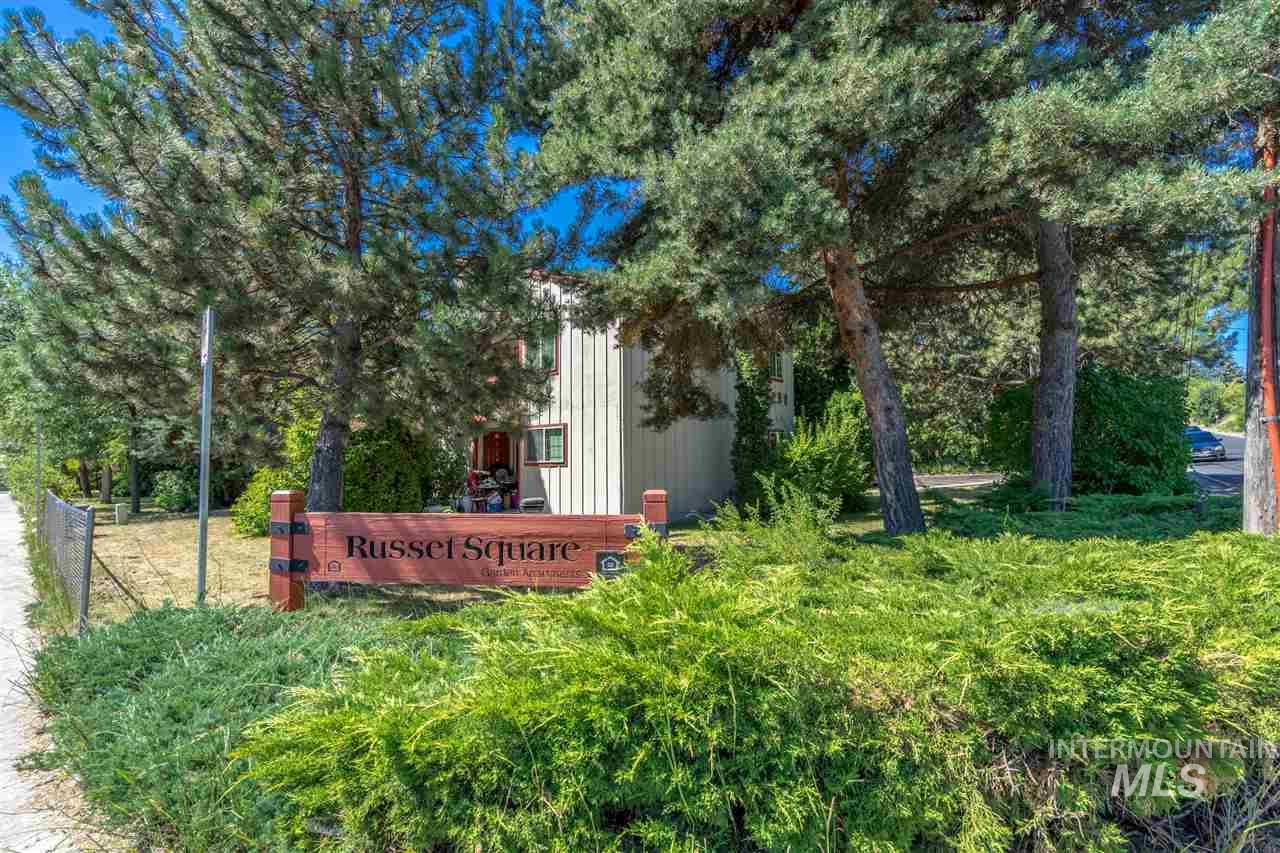 Casa Multifamiliar por un Venta en 231 Lauder Moscow, Idaho 83843