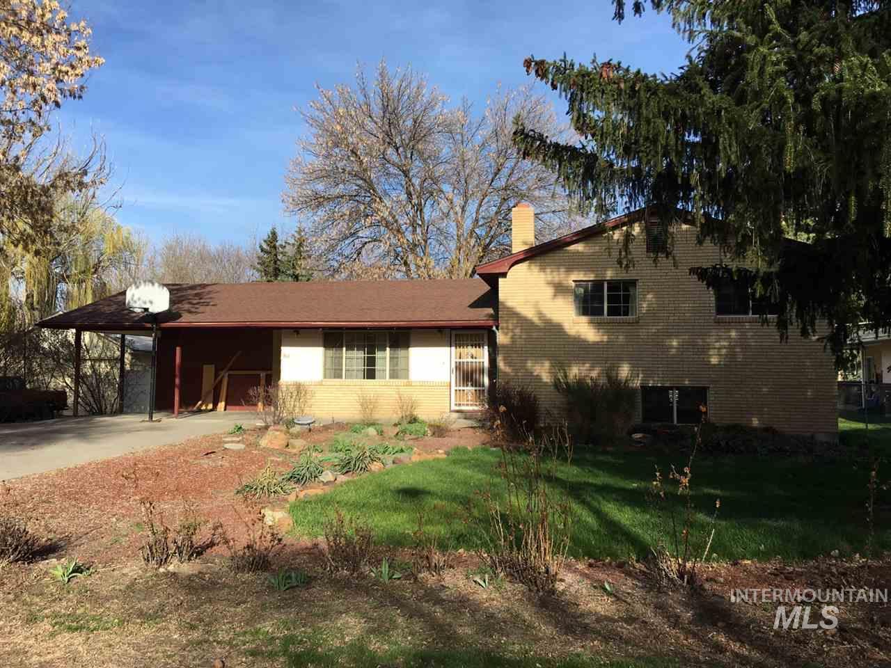 Single Family Home for Sale at 860 Oregon Gooding, Idaho 83330