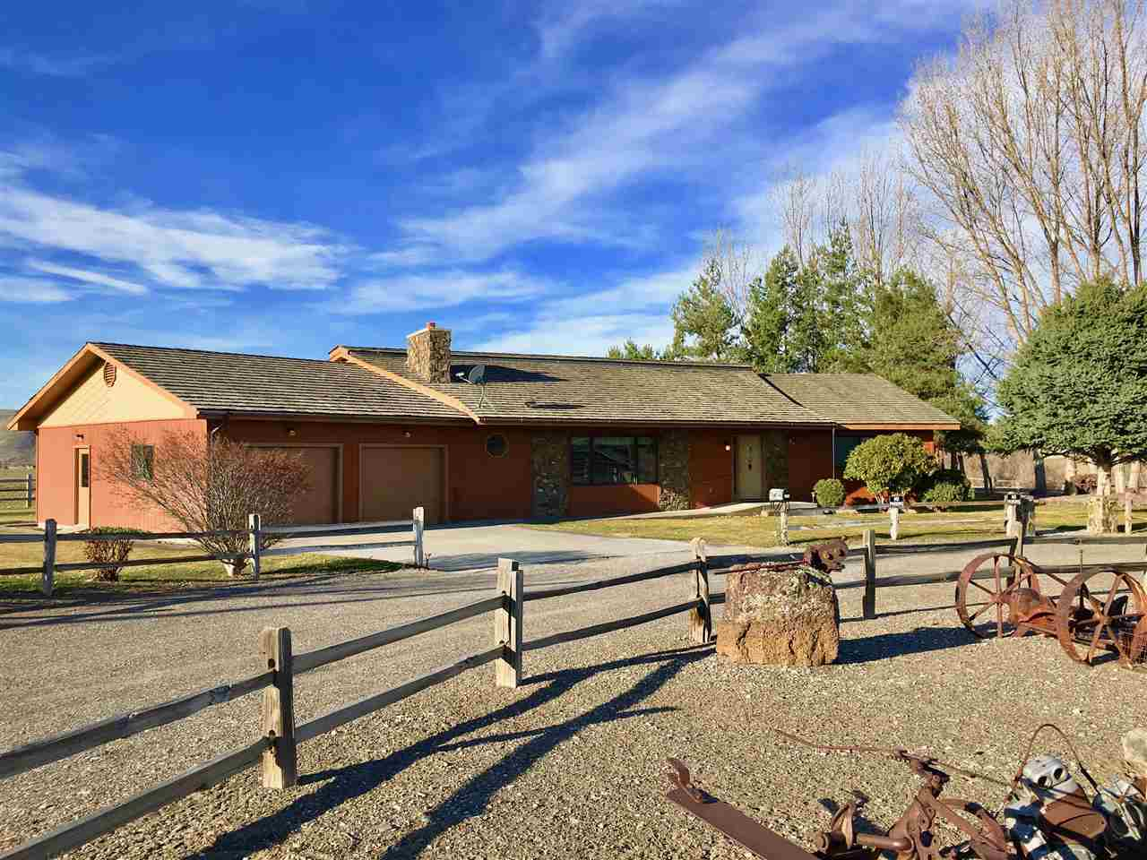 Single Family Home for Sale at 513 Thacker Road Hammett, Idaho 83627