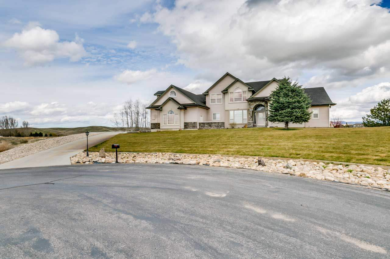5162 N Golden View Ct, Star, ID 83669