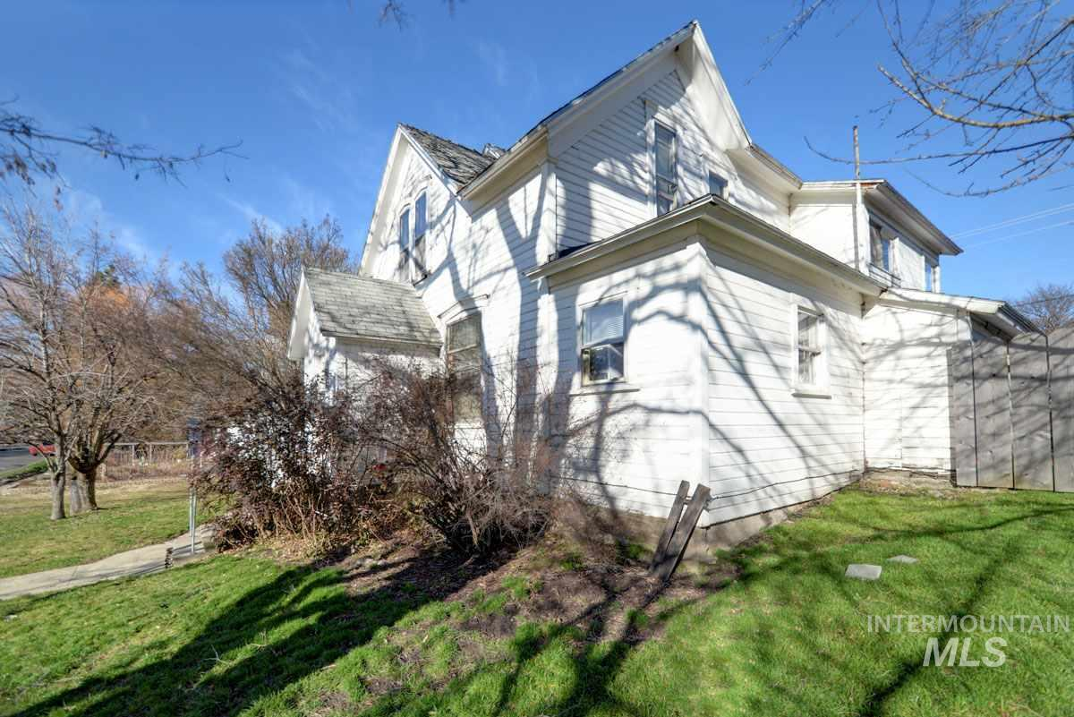 324 S Howard, Moscow, ID 83843