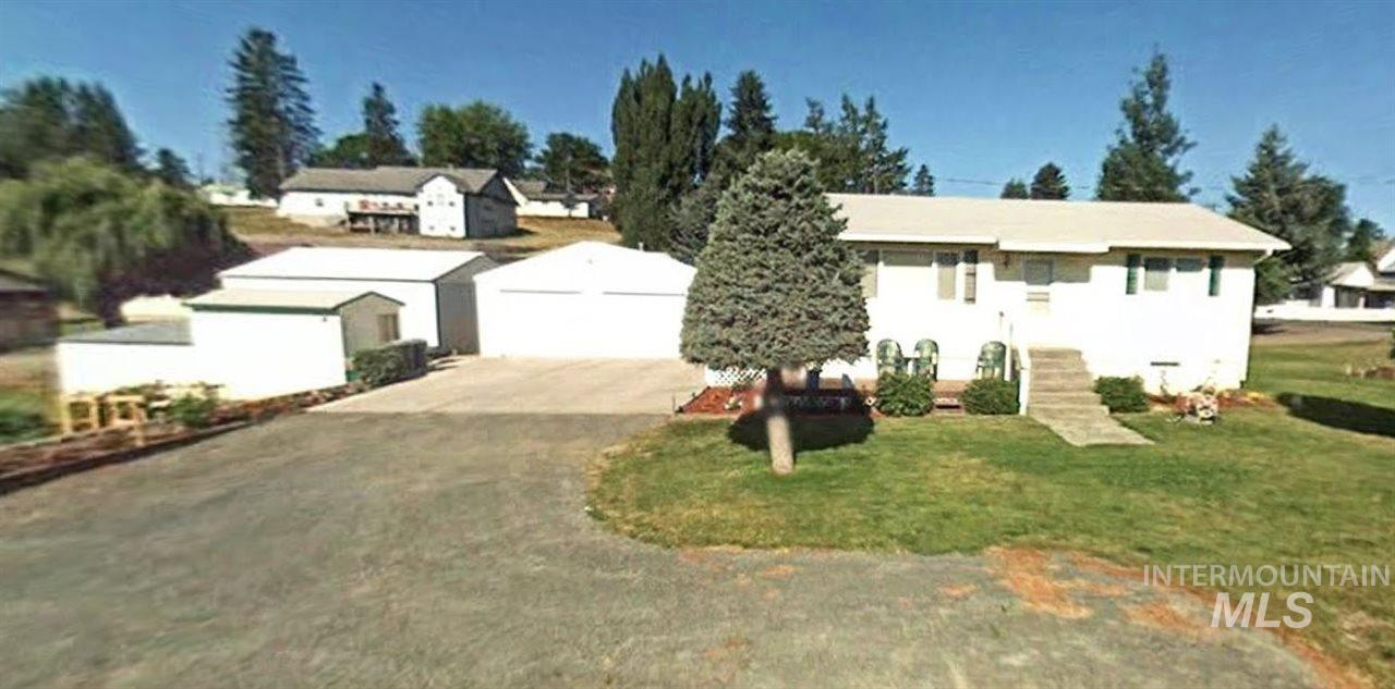独户住宅 为 销售 在 247 N Beech St. Genesee, 爱达荷州 83832