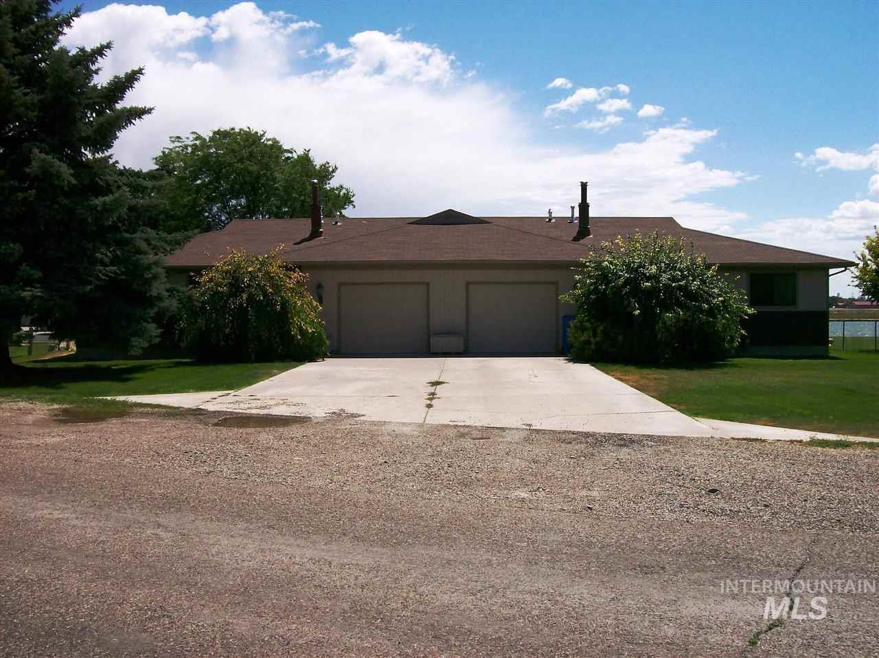 Casa Multifamiliar por un Venta en 2343 River Road Heyburn, Idaho 83336