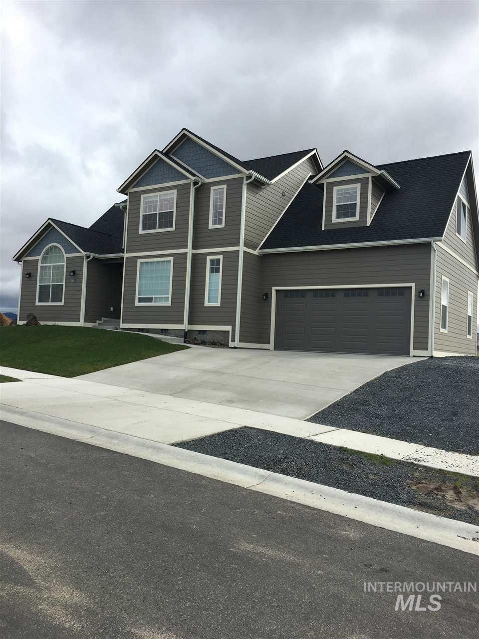 1054 Aponi, Moscow, ID 83843