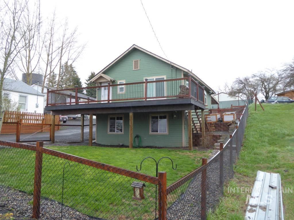 Casa Unifamiliar por un Venta en 632 N Fir Street 632 N Fir Street Genesee, Idaho 83832
