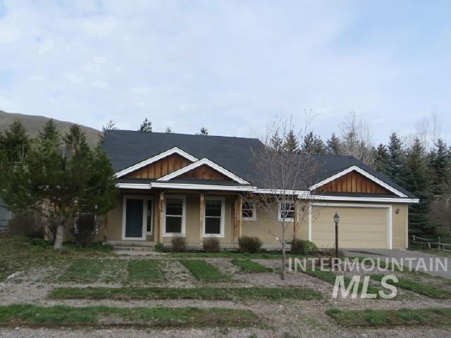 独户住宅 为 销售 在 211 Tendoy St. 贝尔维尤, 爱达荷州 83313