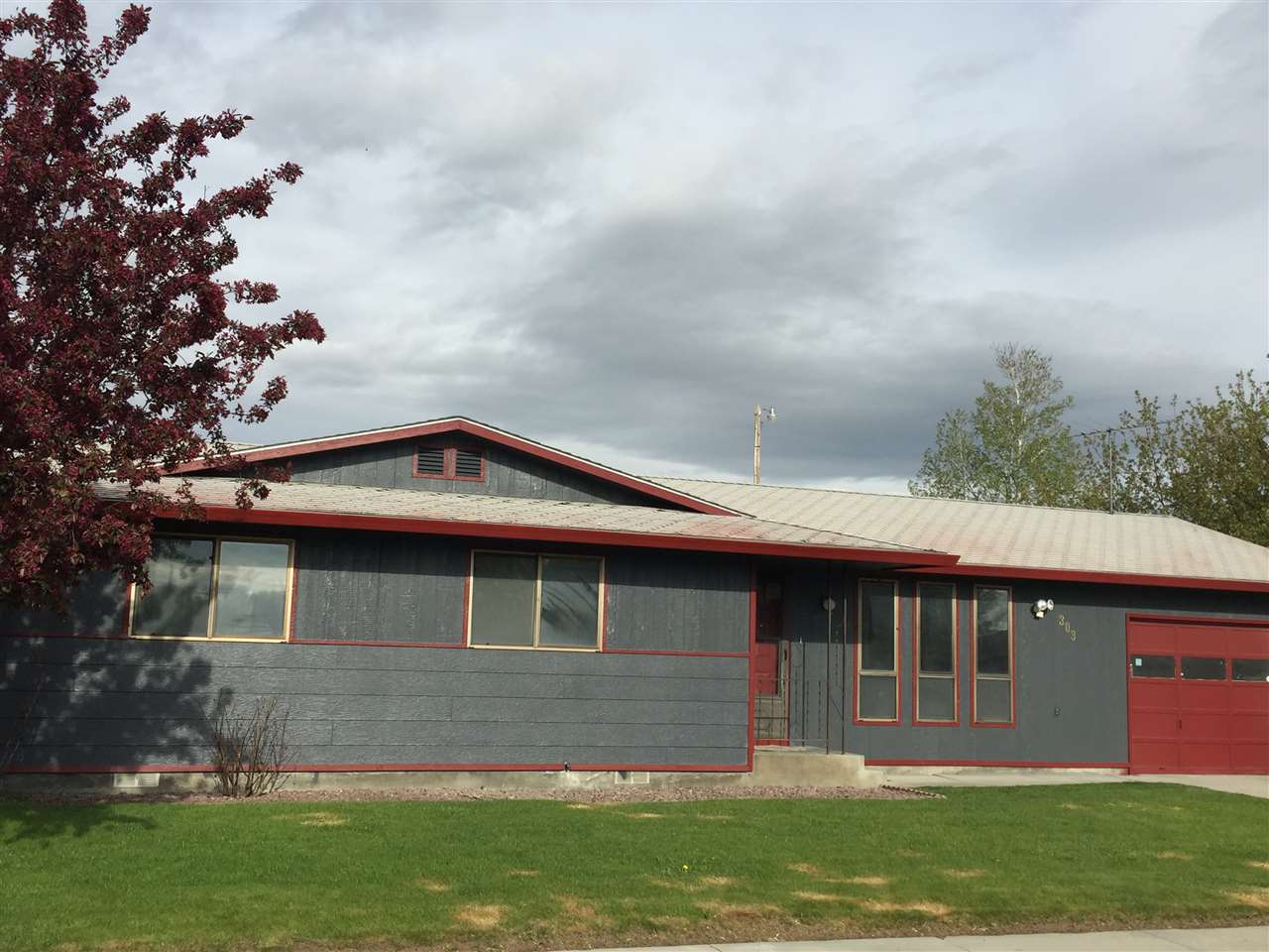303 S 5th St W, Homedale, ID 83628