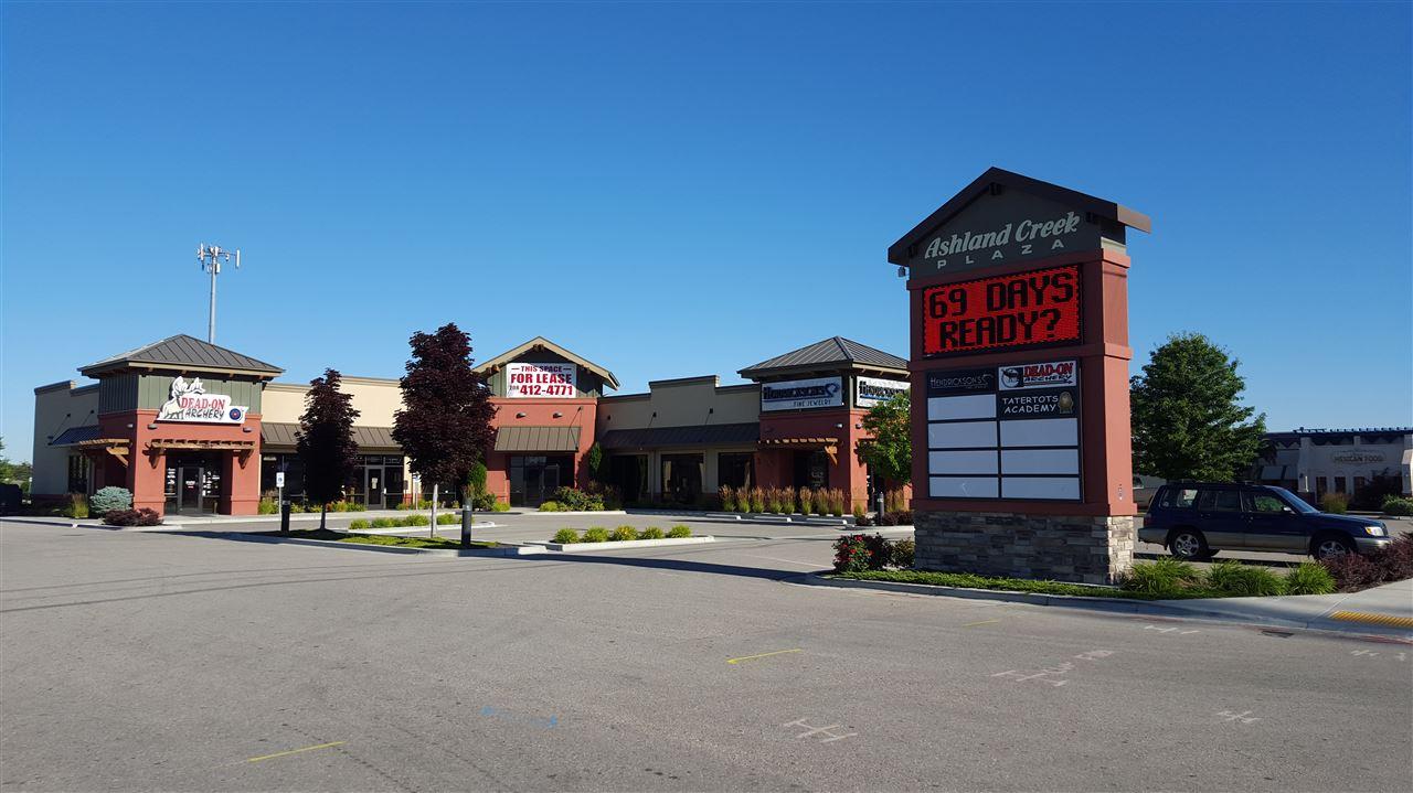 零售 为 销售 在 5669 W Glenwood Street 5669 W Glenwood Street Garden City, 爱达荷州 83714