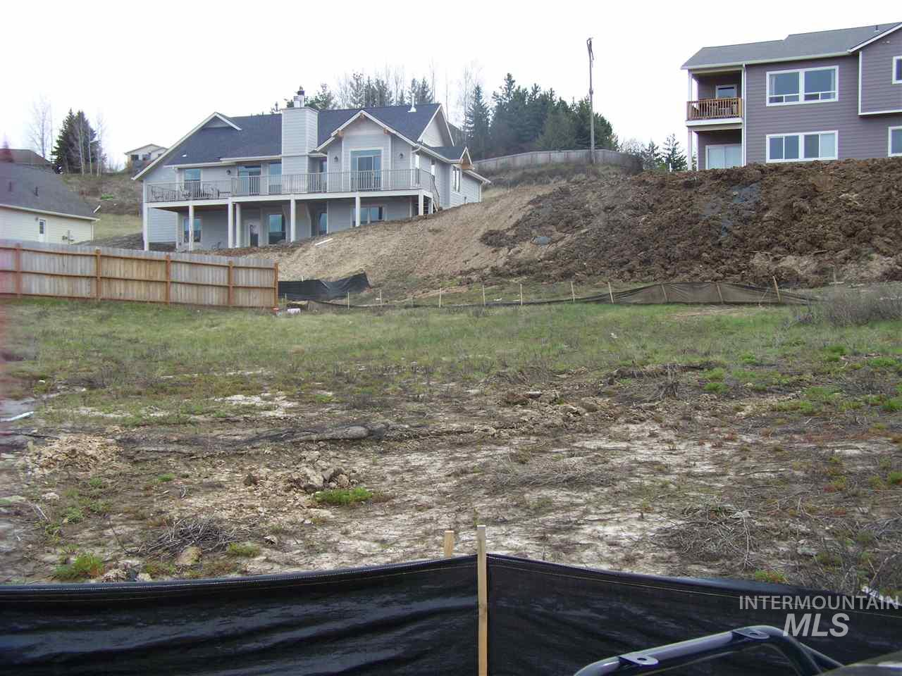 1221 Wiltshire, Moscow, ID 83843