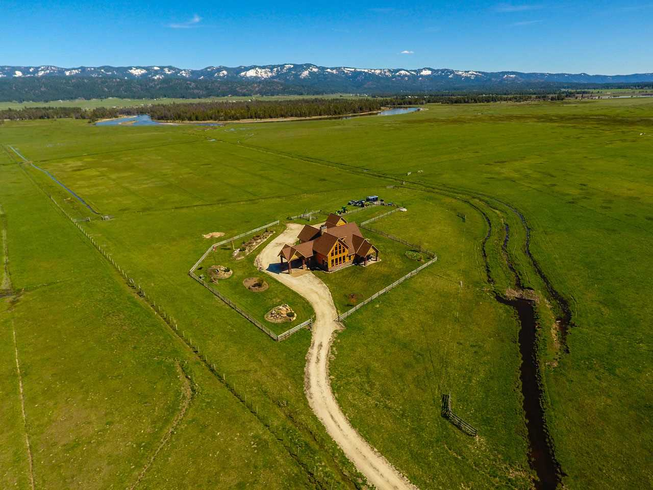 Single Family Home for Sale at 814 Cabarton 814 Cabarton Cascade, Idaho 83611