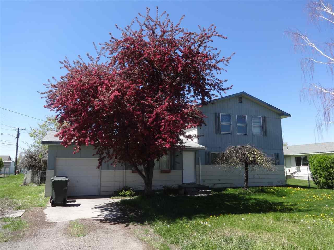 Single Family Home for Sale at 1631 R Street 1631 R Street Heyburn, Idaho 83336