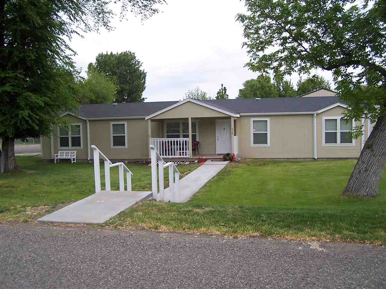 Single Family Home for Sale at 310 S Lincoln Glenns Ferry, Idaho 83623