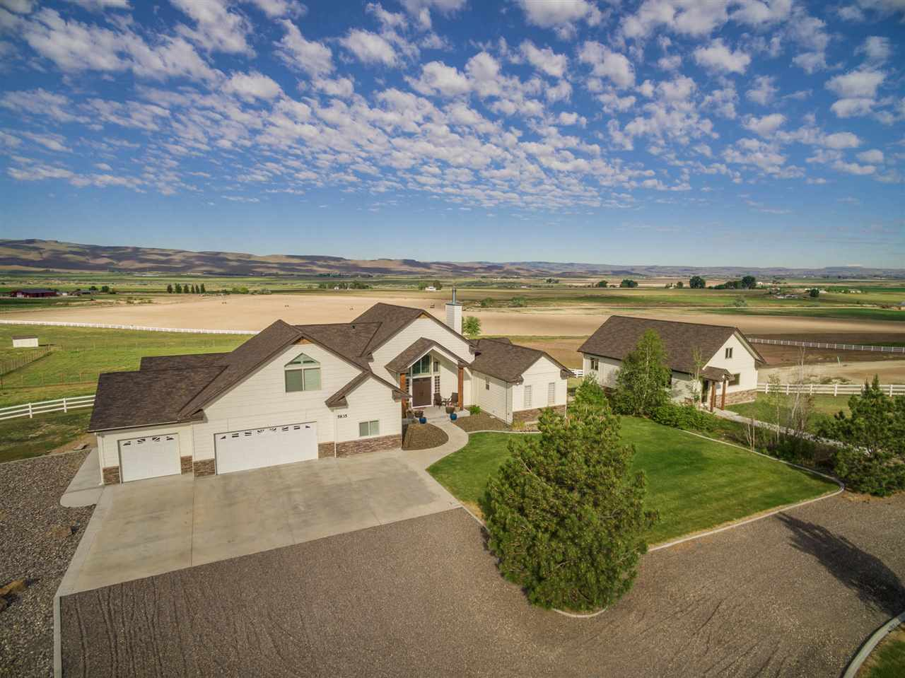 Single Family Home for Sale at 5835 Whispering Hills Marsing, Idaho 83639