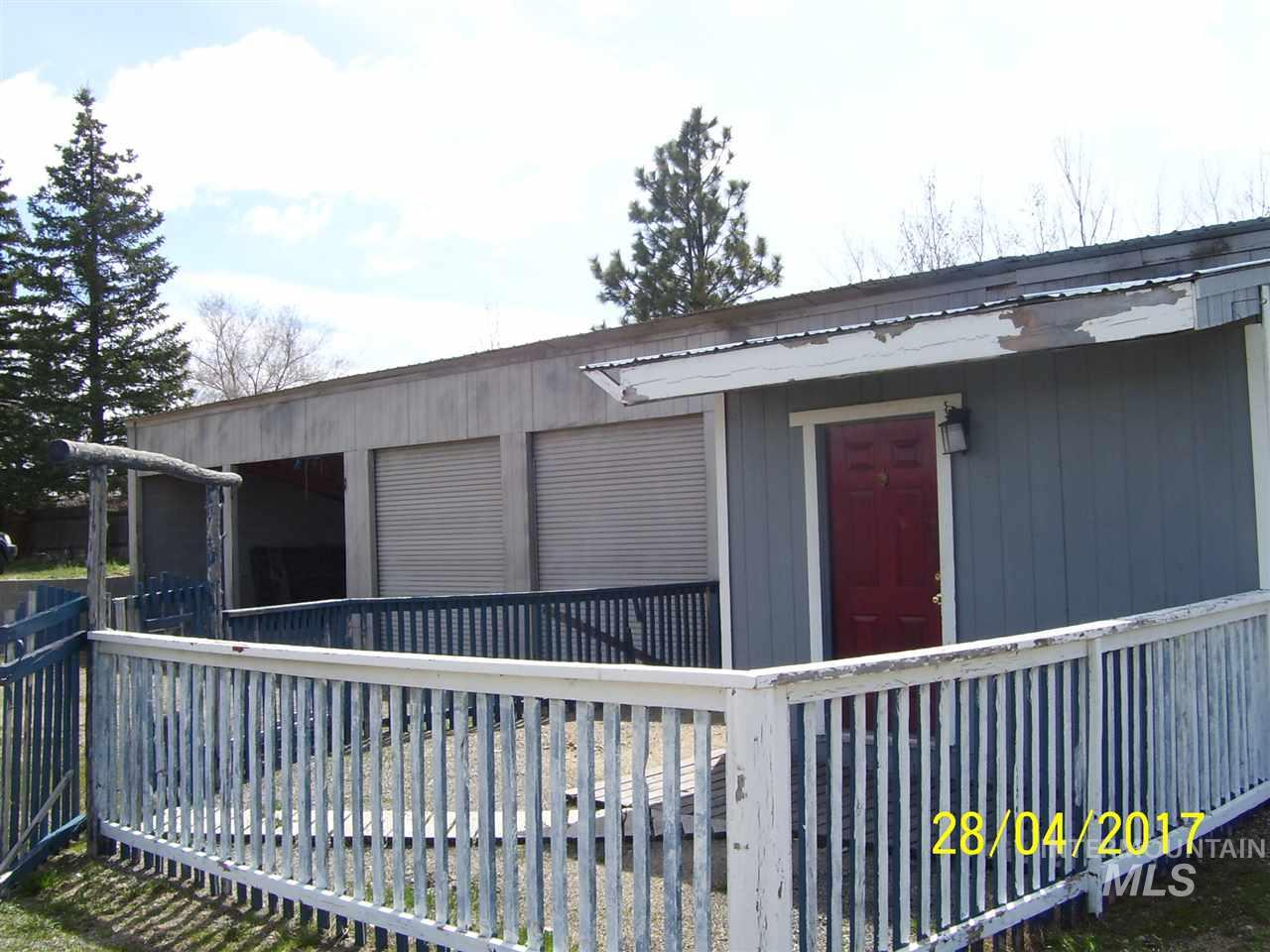 Single Family Home for Sale at 204 Marilyn Dr 204 Marilyn Dr West Magic, Idaho 83352