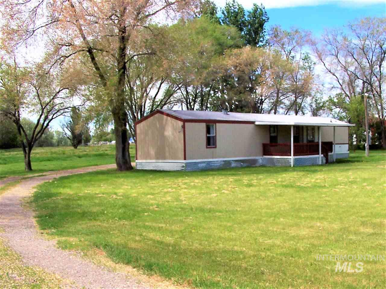 Single Family Home for Sale at 373 W 400 S Heyburn, Idaho 83336