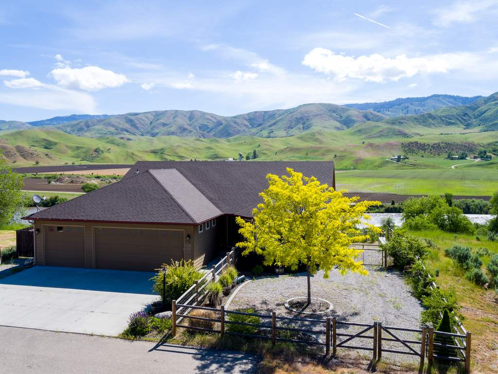 115 Mountain View, Horseshoe Bend, ID 83629