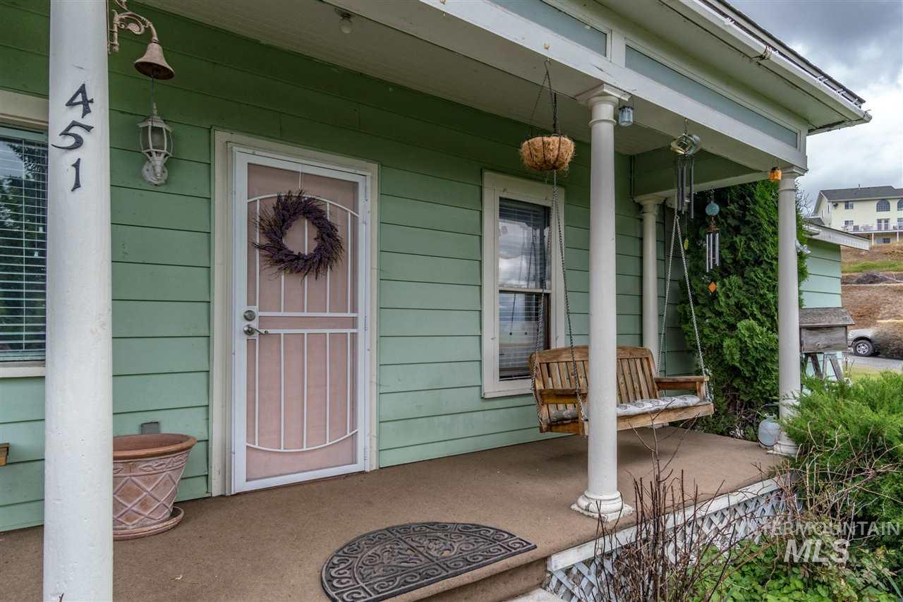 Casa Unifamiliar por un Venta en 451 N Spruce 451 N Spruce Genesee, Idaho 83832