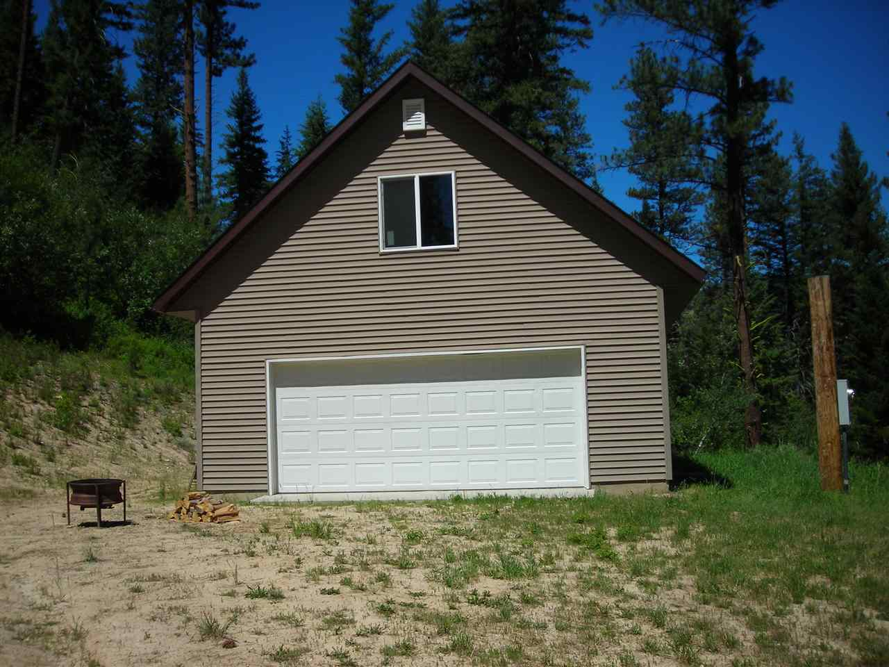1547 E Pine Creek Rd, Featherville, ID 83647