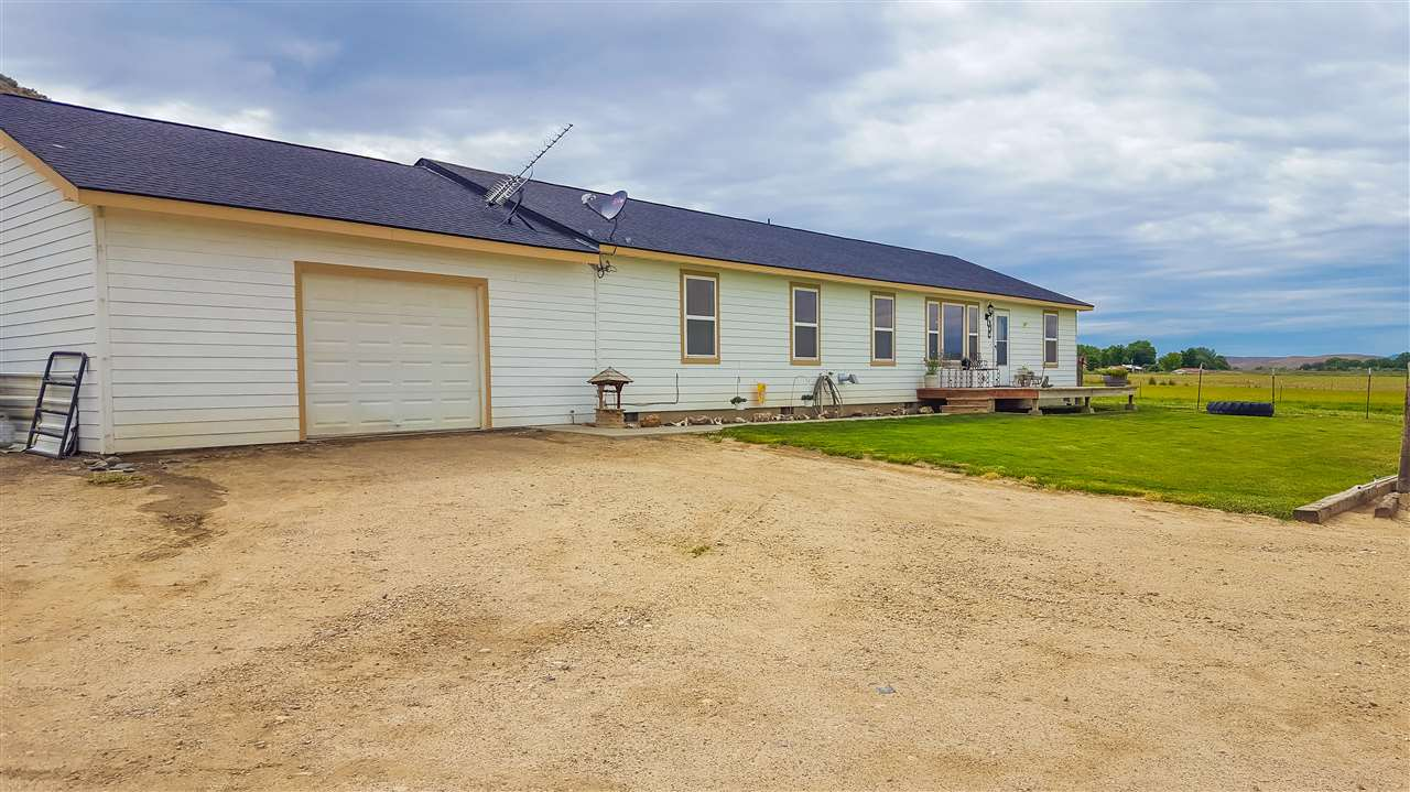3745 Hope Rd, Vale, OR 97918