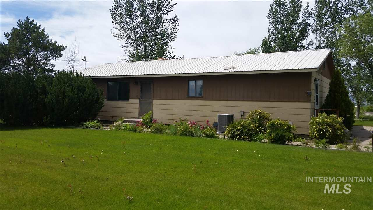 Single Family Home for Sale at 1944 Wood River Rd 1944 Wood River Rd Gooding, Idaho 83330