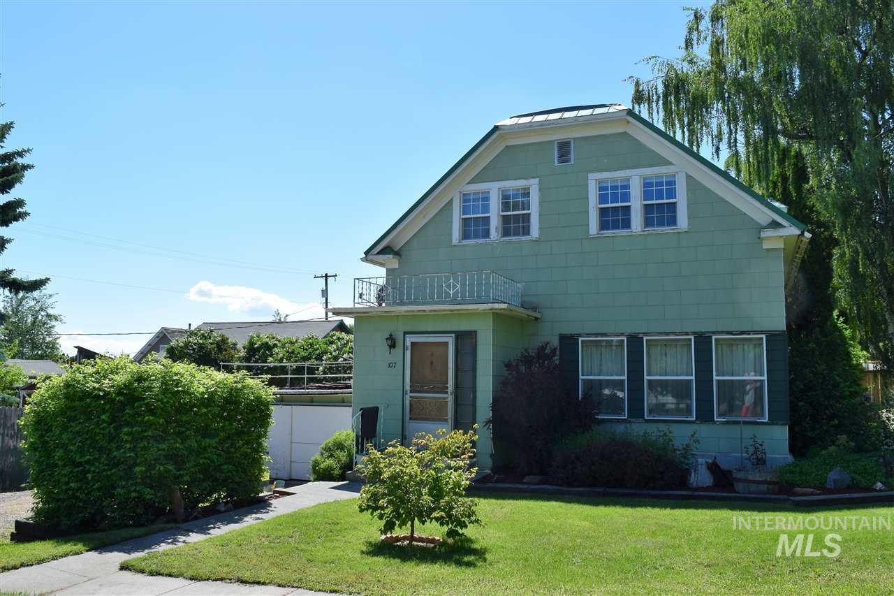 Single Family Home for Sale at 107 S Tamarack Genesee, Idaho 83832