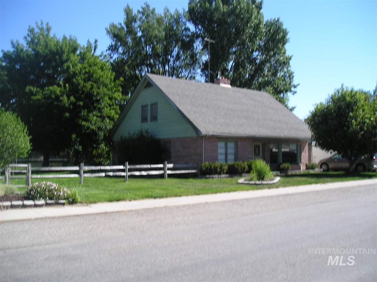 610 E 8th Ave, Gooding, ID 83330