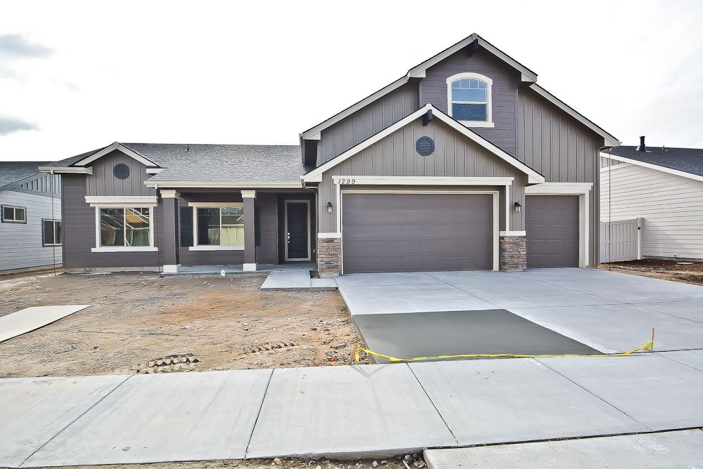 9296 S Russell Ave, Kuna, ID 83634