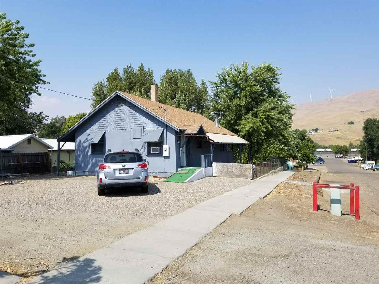 独户住宅 为 销售 在 90 E Jefferson Street 90 E Jefferson Street Huntington, 俄勒冈州 97907