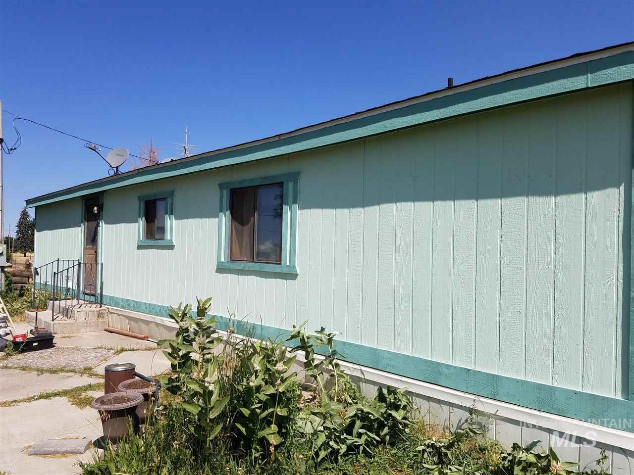 Single Family Home for Sale at 2107 East 900 South 2107 East 900 South Hazelton, Idaho 83301