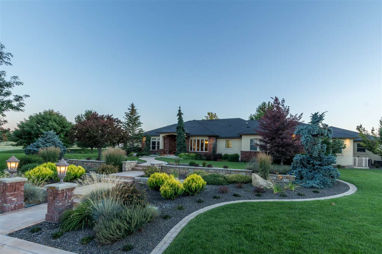 Single Family Home for Sale at 5019 S Debonair Lane 5019 S Debonair Lane Meridian, Idaho 83642