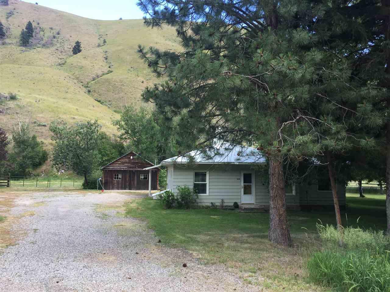 Casa Unifamiliar por un Venta en 2147 Highway 93 North 2147 Highway 93 North North Fork, Idaho 83466