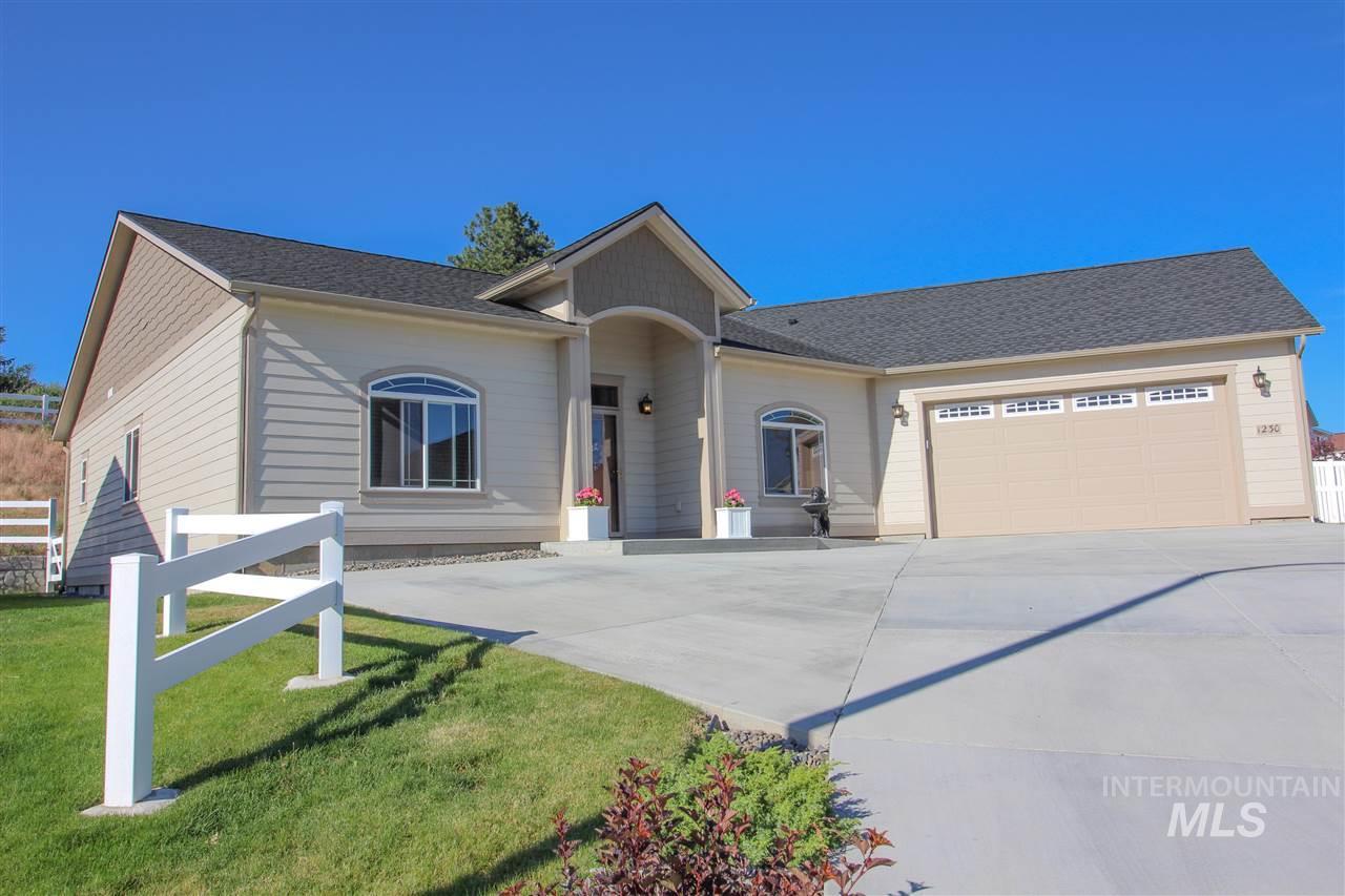 Single Family Home for Sale at 1230 SW Hannah Pullman, Washington 99163