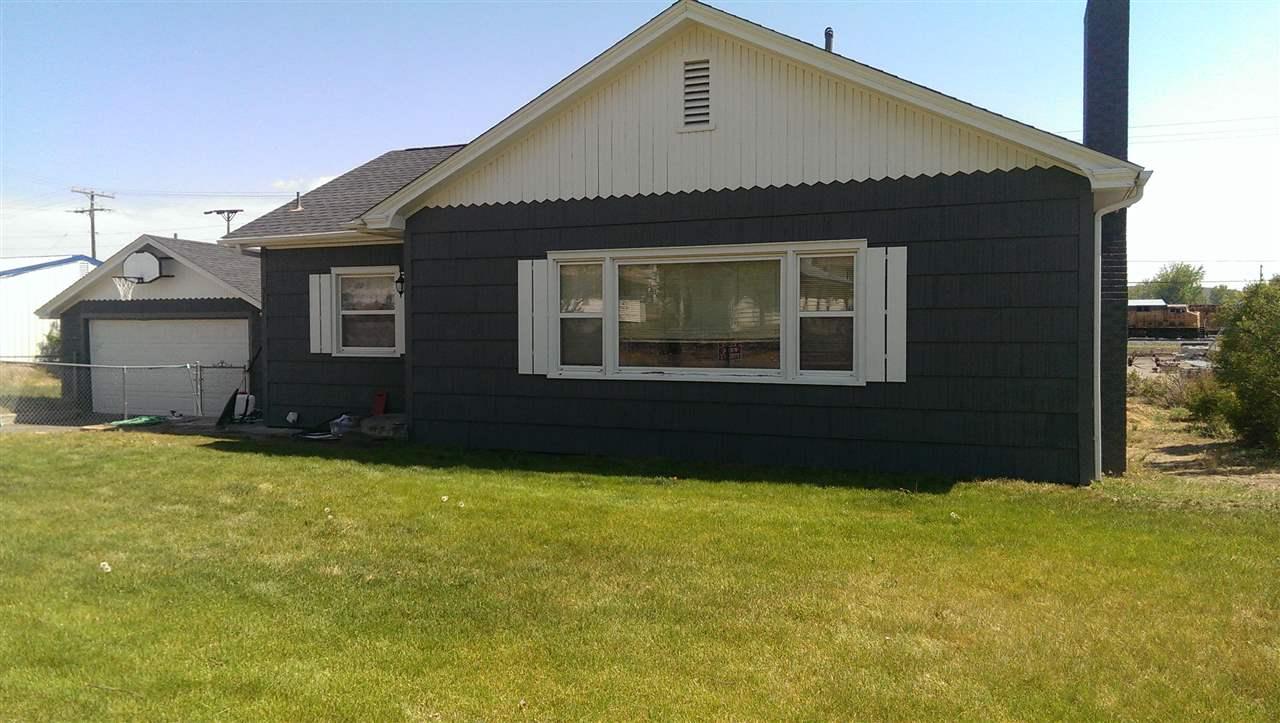 独户住宅 为 销售 在 511 E 1st Avenue 511 E 1st Avenue Glenns Ferry, 爱达荷州 83623