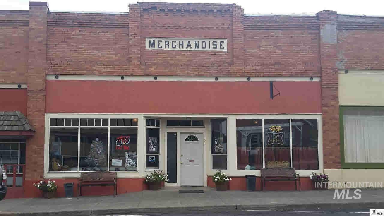 Comercial por un Venta en 153 W Walnut Street 153 W Walnut Street Genesee, Idaho 83832