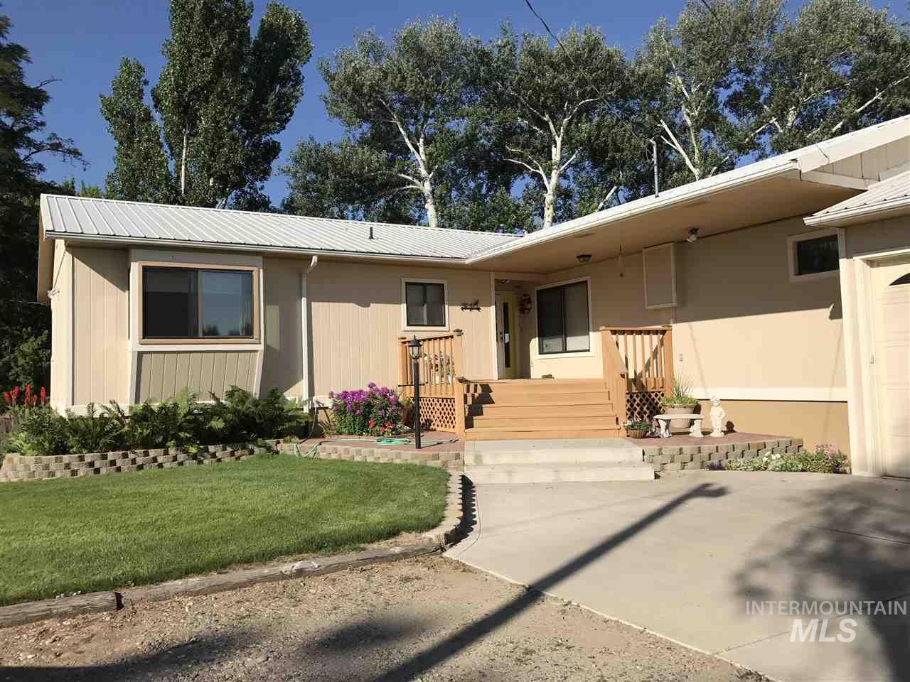 Single Family Home for Sale at 1925 S 2000 E 1925 S 2000 E Gooding, Idaho 83330