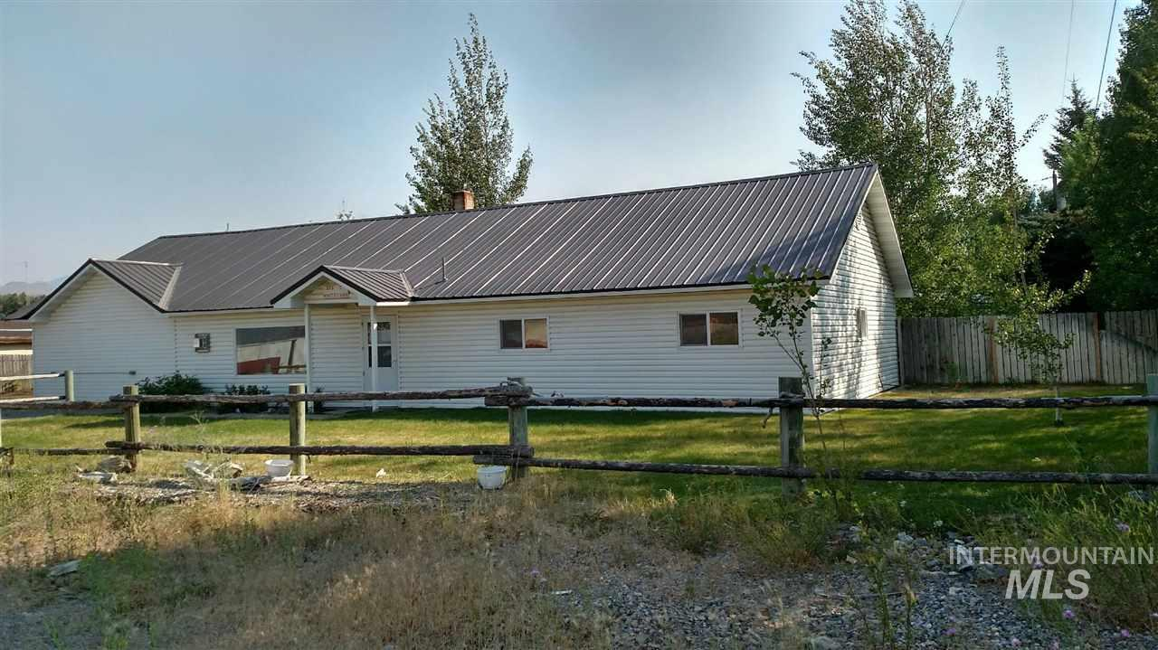 Single Family Home for Sale at 212 E White Knob Mackay, Idaho 83251