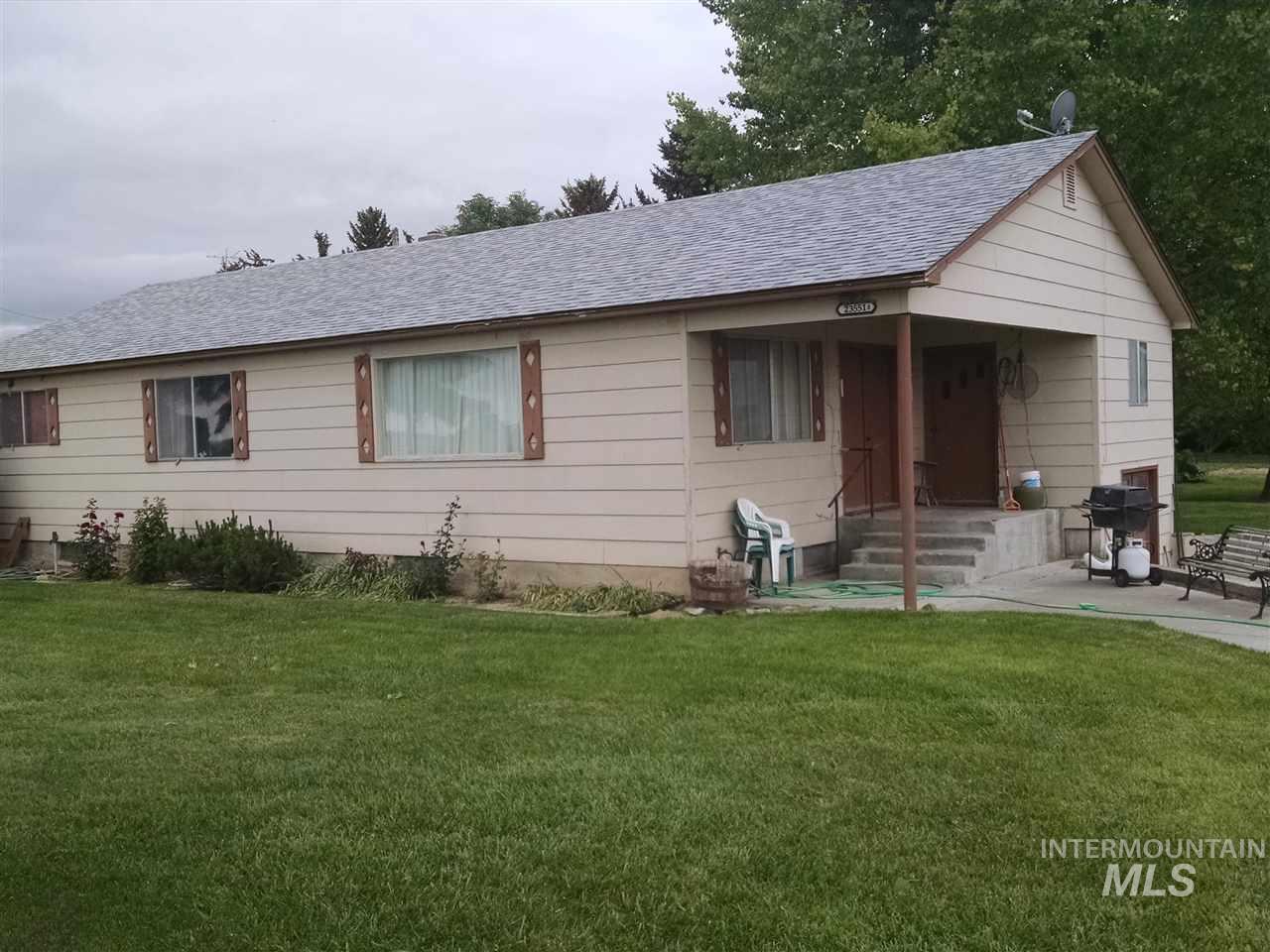 独户住宅 为 销售 在 23551 A Hwy 30 23551 A Hwy 30 Murtaugh, 爱达荷州 83344