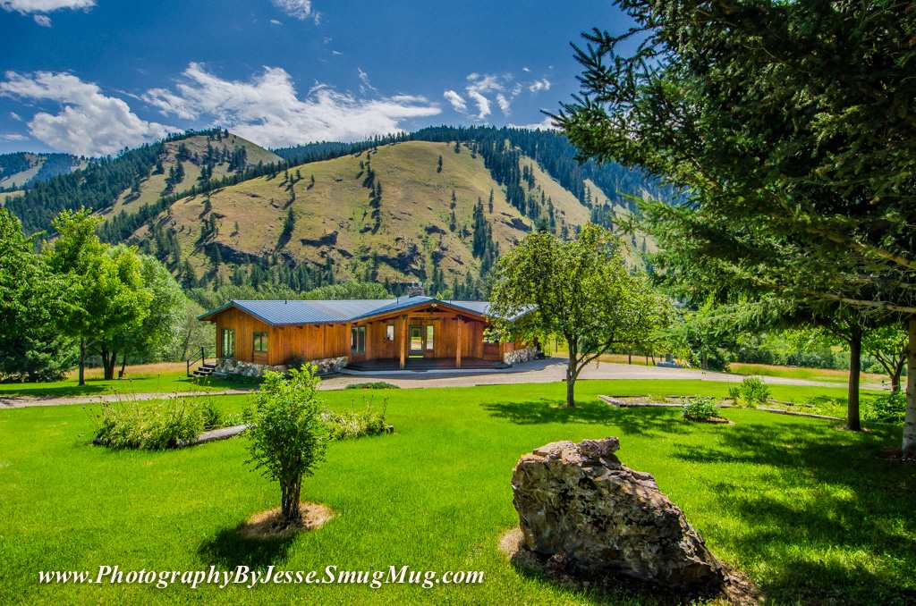 Casa Unifamiliar por un Venta en 39 Hidden Acres Lane 39 Hidden Acres Lane North Fork, Idaho 83466