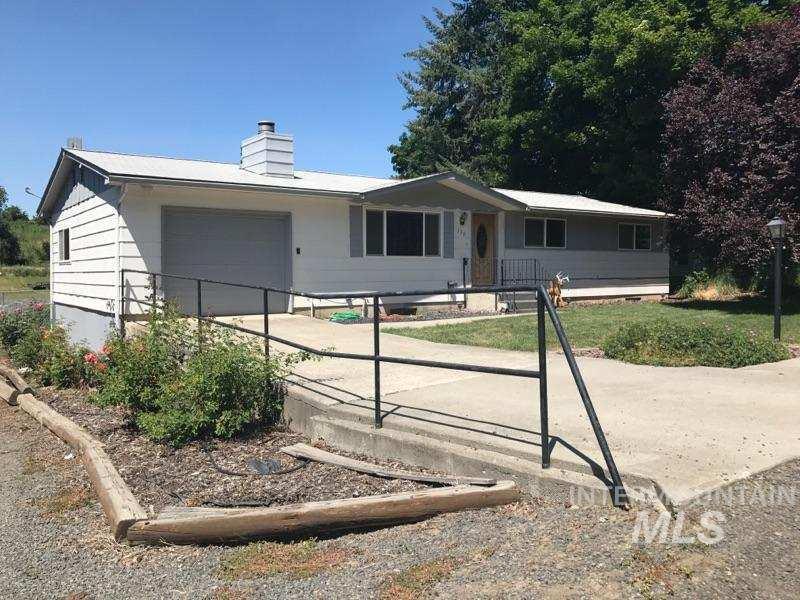 Casa Unifamiliar por un Venta en 339 N Fir Street 339 N Fir Street Genesee, Idaho 83832
