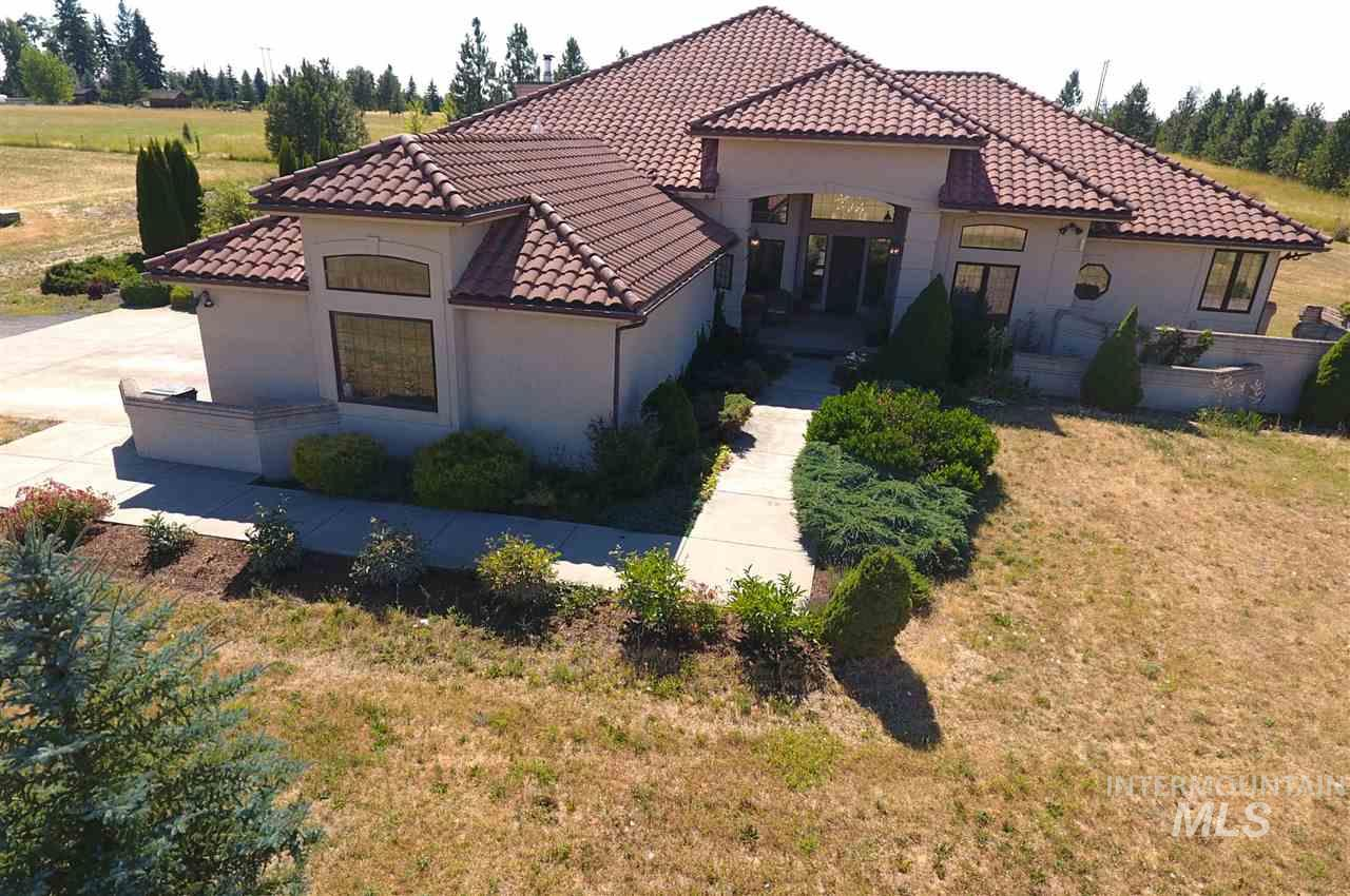 Single Family Home for Sale at 2301 N Mountain View Moscow, Idaho 83843