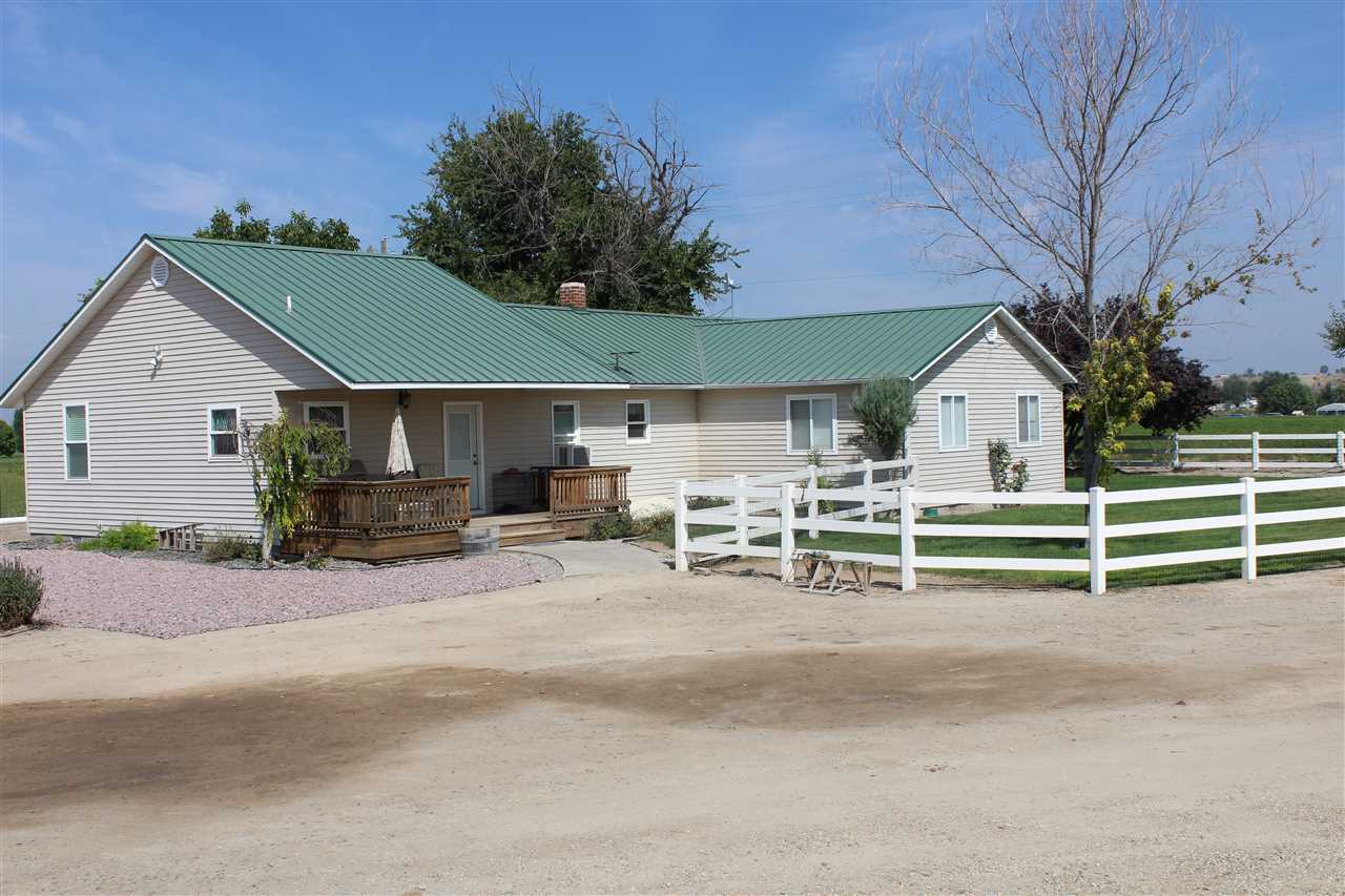 Single Family Home for Sale at 27915 Upper Pleasant Ridge Road 27915 Upper Pleasant Ridge Road Wilder, Idaho 83676