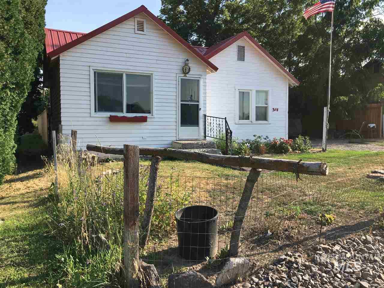 Single Family Home for Sale at 314 2nd Street 314 2nd Street Hazelton, Idaho 83335